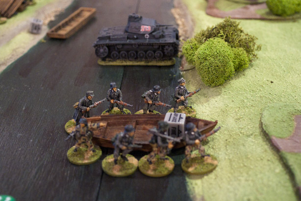 Panzer across the river